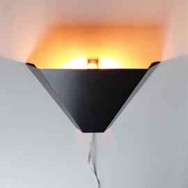 wandlamp wall lamp pyramide 1980s