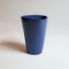 vaas blauw driehoek triangle shape blue vase 1980s