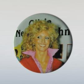 newton john, olivia button pin 1970s GRATIS VERZENDEN