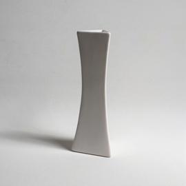 vaas hoekig wit triangle white post modern vase 1980s