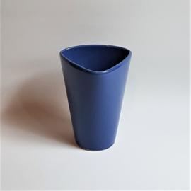 vaas blauw driehoek triangle shape blue vase 1980s
