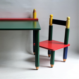 kinderstoelen + tafel potloden colour pencils shaped children's furniture 1990s