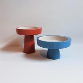 kate chung hapjesschaal op voet 2-delig rood + blauw DOU bowl 2009