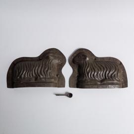 pasen schaap metaal chocolade vorm easter chocolat mold sheep 1950s
