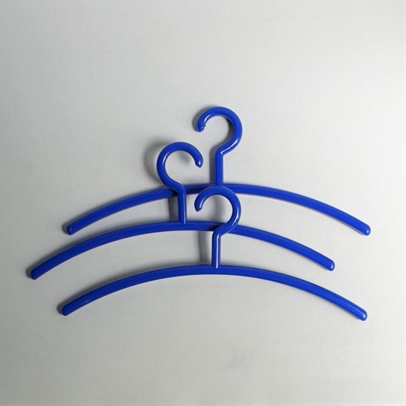 kapstokken blauw kledinghangers 3x blue coat hangers 1980s