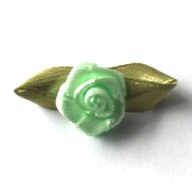 Roosje van satijn met blad mint