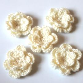 Dubbellaags creme gehaakte bloemen p/s
