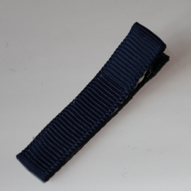 Alligator clip bekleed met navy grosgrain lint