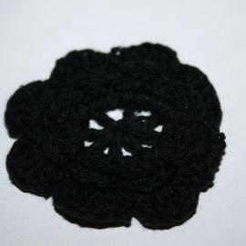 Gehaakte bloem ZWART  4cm groot