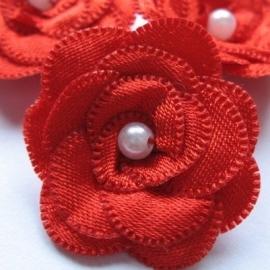 Parelbloem satijn met pareltje rood