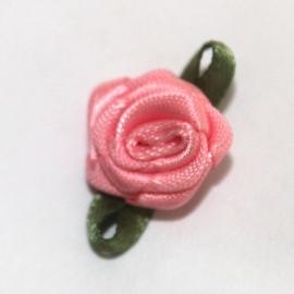 Super kwaliteit roosjes ROZE met blad 15mm