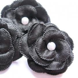 Parelbloem satijn met pareltje zwart
