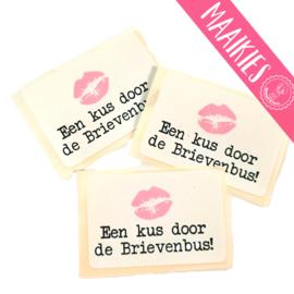 "Sticker ""kus door brievenbus"""