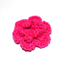 Dubbellaags fuchsia roze gehaakte bloem
