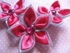 dubbel kleurige satijn bloem met strass fuch / zilver