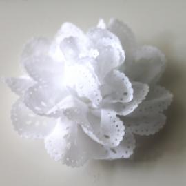 Bloem met gaatjes wit 7cm
