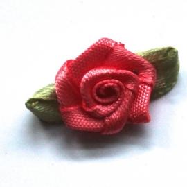 Roosje van satijn met blad koraal / coral