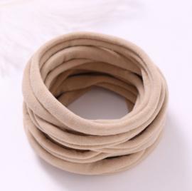 Super soft dunne nylon haarbandje taupe
