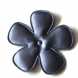 47mm donkergrijs satijn bloem