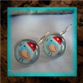 Oorbellen handgemaakt met glascabochon - vogeltje met kerstmuts blauw