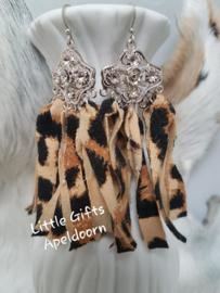 oorbellen gemaakt van tijgerprint