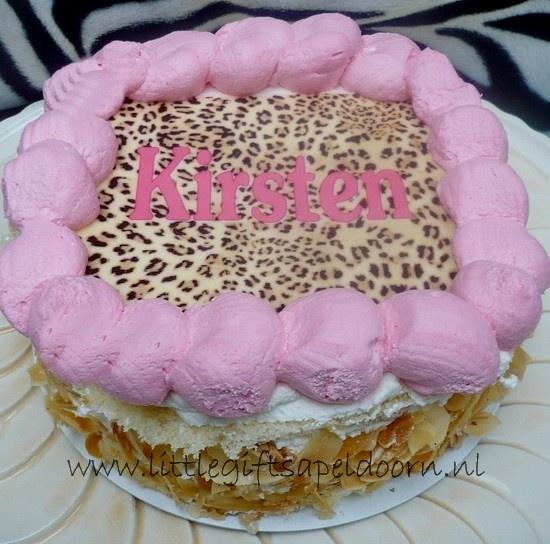 Bestel bij het kinderfeestje een hippe taart met naam en of foto voor de jarige!
