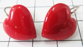 OOR701 Oorhangers verzilverd rood hartje 1,5 cm