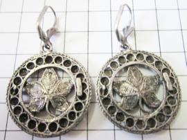 ZKO722 Zeeuwse knopjes rond met bloem erin oorhangers
