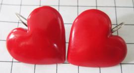 OOR700 Oorhangers verzilverd middelgroot, rood hart