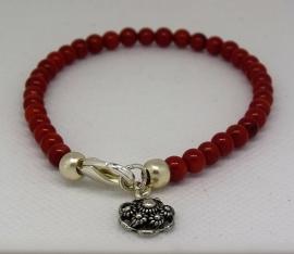 Armband van natuurlijk koraal rood met Zeeuws knopje zwaar verzilverd ean 8718481420317   ZKA 510