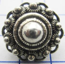 zkk810 Bolle zeeuwse kledingknoop verzilverd met oogjesrand ongeveer 2 cm
