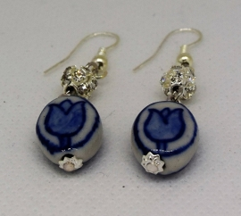 Delftsblauwe handgeschilderde tulpjes porcelein met strass oorhangers   EAN  8718481420294  OOR146