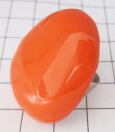 RIN410 Ovale ring verzilverd met knal oranje emaille, een maat verstelbaar, past altijd