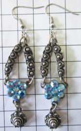 Lange Zeeuwse knopjes oorhangers, swarovski kristal lichtblauw ZKO709