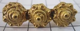 ZKB 903-G langwerpige vergulde 3 Zeeuwse knopjes broche