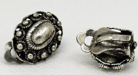 ovale Zeeuwse knopjes oorclips gaatjes niet nodig  EAN 0087184815095   ZKO 705 geplaatst