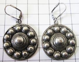 ZKO725 mooie oorhangers met platte zeeuwse knop 3 cm