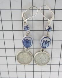 oorhangers handgeschilderde delftsblauwe kralen en verzilverd kwartje willekeurig jaartal