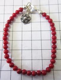 Zeeuwse knop armband, ZKA510, met natuurlijke koraal kralen