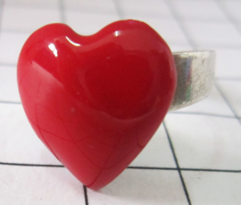 RIN406 Prachtige ring met rood hartje
