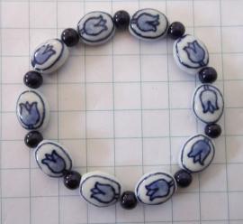 ARM 310 delftblauwe tulpjes armband + db kraaltje elastiek