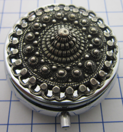 ZKG436 pillendoosje Zeeuwse knoop oogjesrand zwaar verzilverd