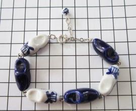 ARM 101 Delftsblauwe klompenarmband handgeschilderd geketteld