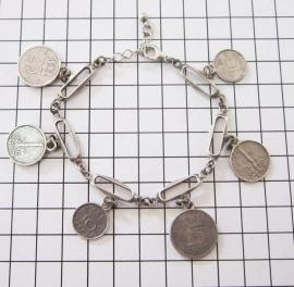 ARM 504 Armband schakels met diverse Hollandse munten, zwaar verzilverd.