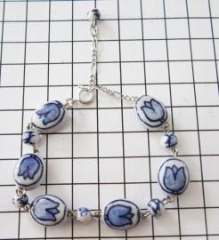 ARM 309 Delftsblauwe handgeschilderde tulpjesarmband geketteld
