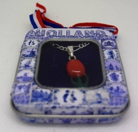 cadeaublikje tulpjeskettinkje zwaar verzilverd met rode emaille ean 0087184815057, han 116 geplaatst