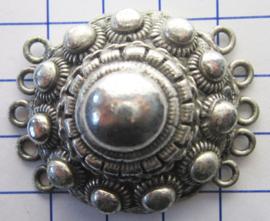 ZB033 Grote bolle Zeeuwse knop verzilverd met 5 oogjes aan beide kant