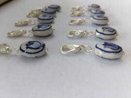 10 stuks clipjes met handgeschilderde delftsblauwe tulp