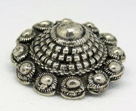 Zeeuwse knop broche bol en hol,meerdere randen,zwaar verzilverd   ZKB 910  EAN 0087184815279 geplaatst