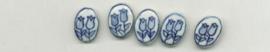5 stuks ovale platte delftsblauwe kraal met twee tulpen,porcelein.